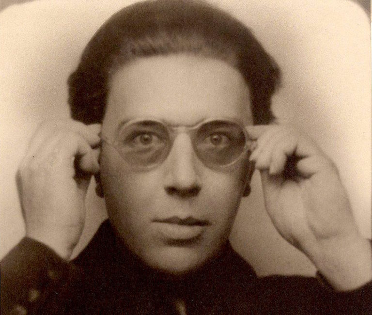André Breton- Short notes | Know everything in seconds-artandcrafter.com Surrealism