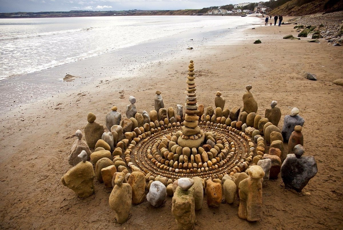 Land art- Easy explanation | know everything in seconds-artandcrafter.com