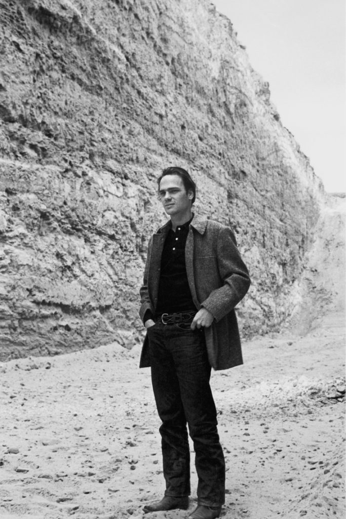 Michael Heizer- Life, paintings, contribution, death- Easy explanation | artandcrafter.com Land art